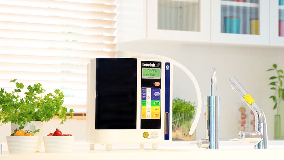 Máy lọc nước Kangen Leveluk SD501 có khả năng lọc và điện phân nước
