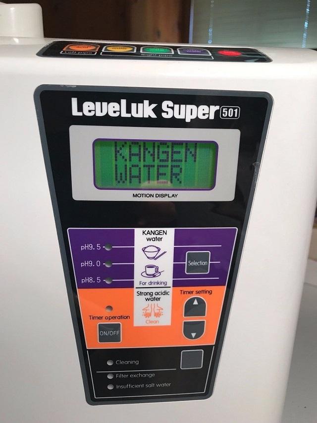 Màn hình LCD trên mẫu Kangen Leveluk SD501 Platinum được bố trí rất dễ nhìn